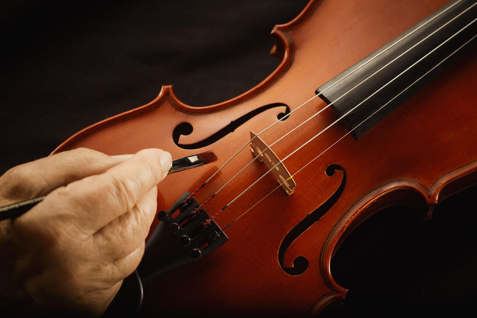 Geige Hand Konstruktion Malen Farbe Geigenbau Pinsel Still Produkt