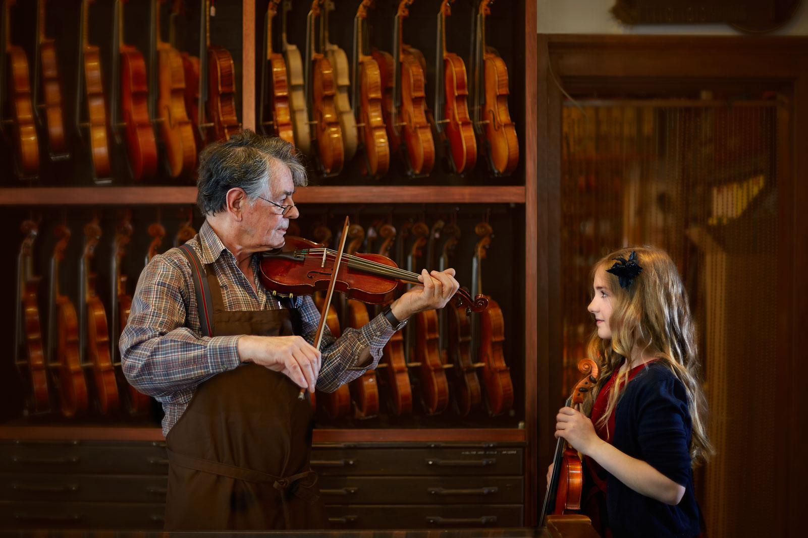 Geige Hand Konstruktion Malen Farbe Geigenbau Geige Violin Musik Instrumentenbau